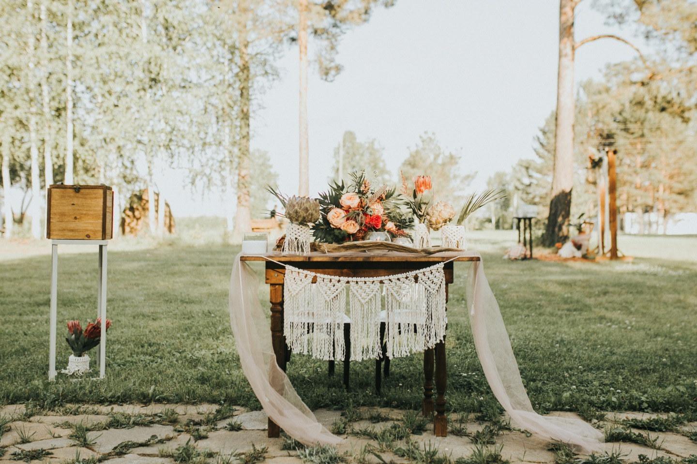 Свадебная бохо-вечеринка на природе