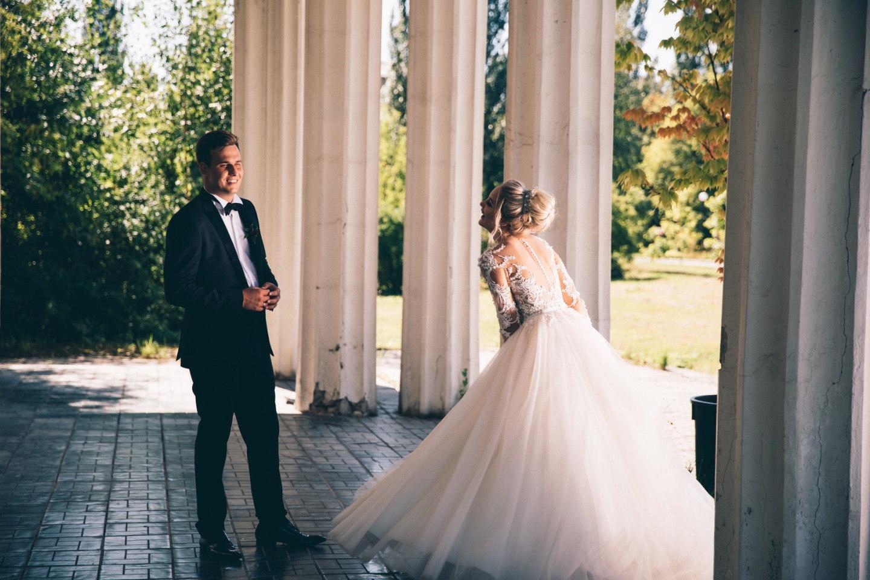 Любовь длиною в жизнь: классическая свадьба в яркой палитре