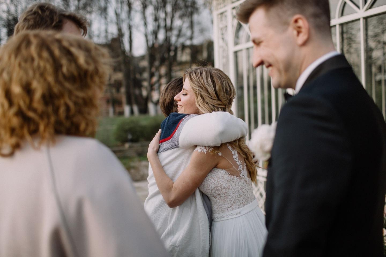 Романтика весны: элегантная загородная свадьба
