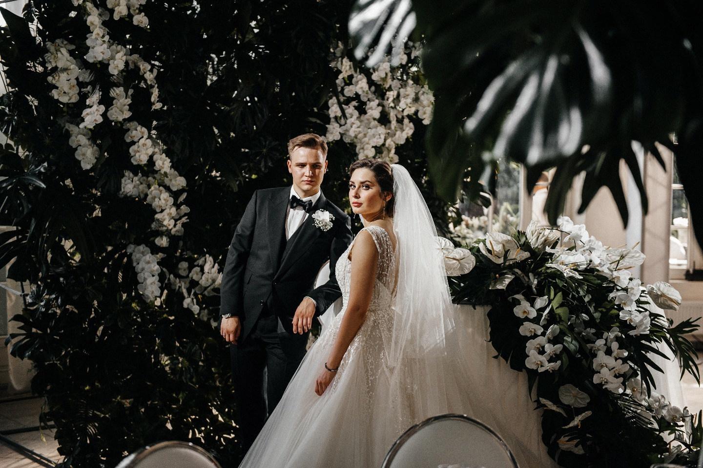 И целого мира мало: классическая загородная свадьба
