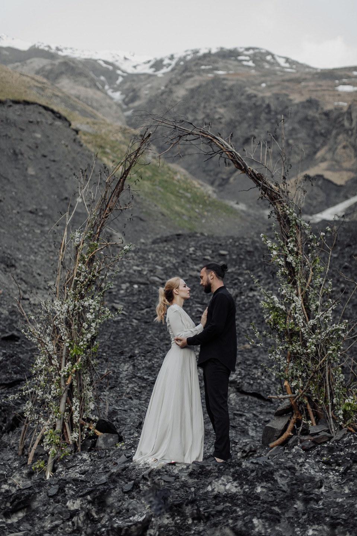 Другая Грузия: стилизованная свадьба в Степанцминде