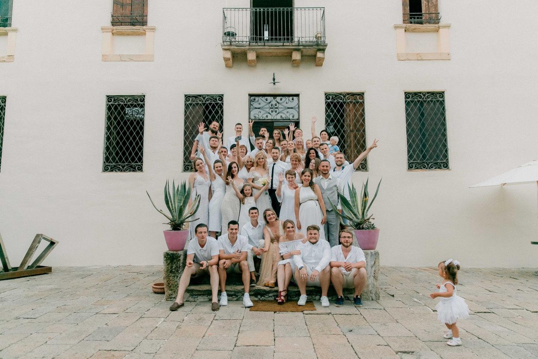 Романтичная свадьба в Италии в белых тонах