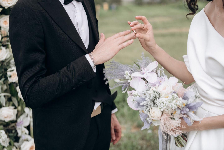 В серой дымке: свадьба в городской стилистике