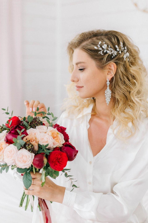 Романтика и яркость чувств: летняя свадьба за городом