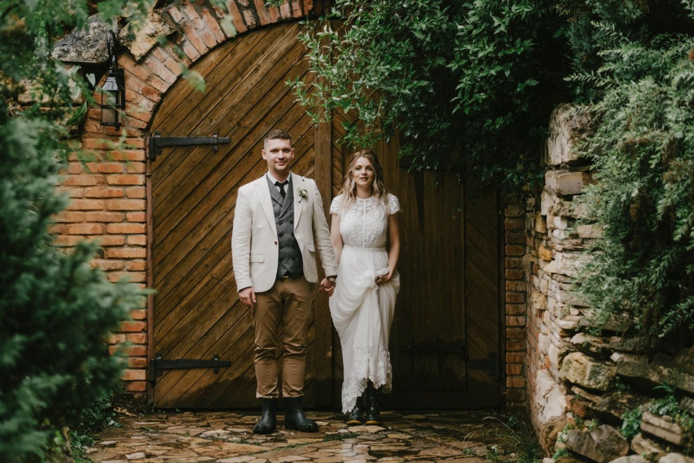 Холодное лето: уютная свадьба в дождь