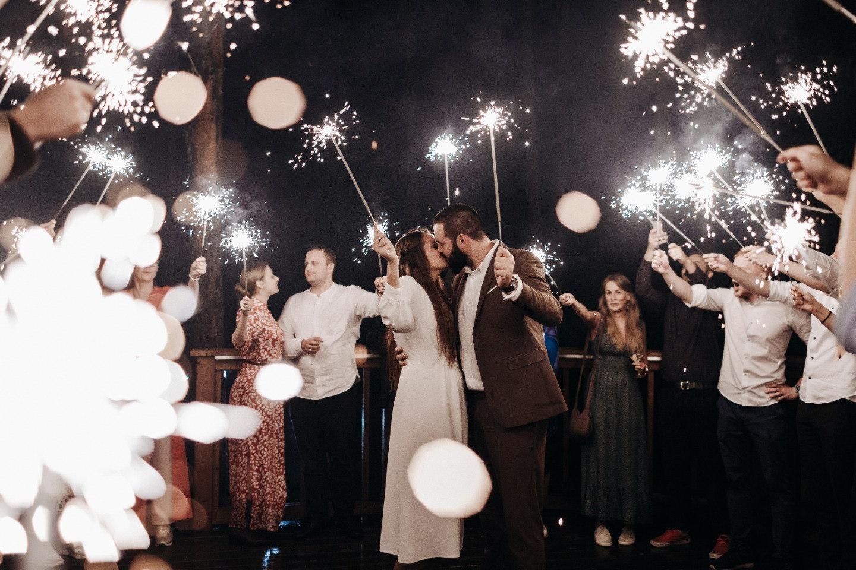 Танцы под дождём: атмосферная бохо-свадьба