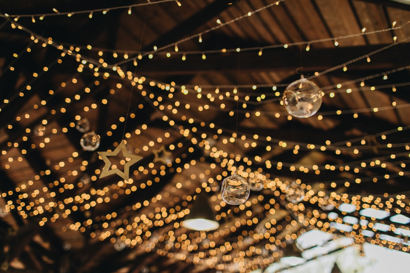 В мерцании звезд: свадьба в космической стилистике