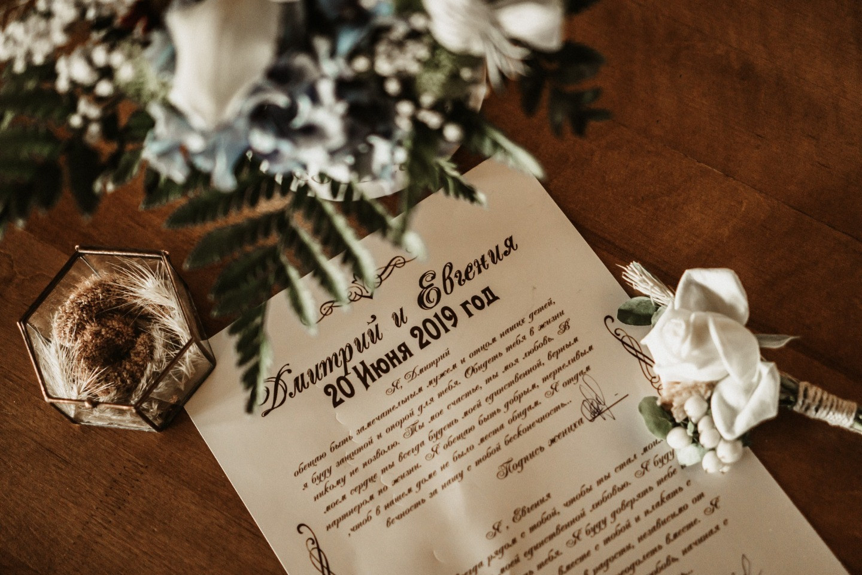 В лучах заката: атмосферная свадьба за городом