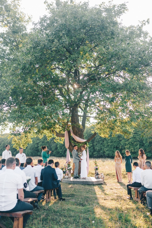 Рустикальная свадьба с церемонией в поле