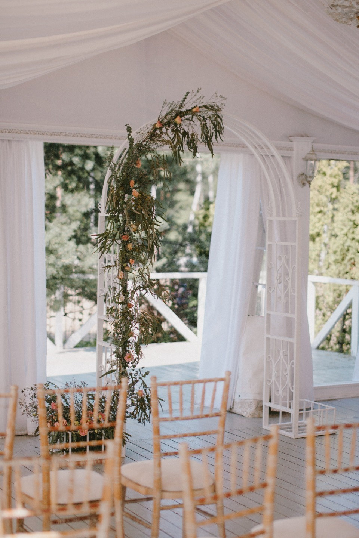 Просто и душевно: камерная летняя свадьба
