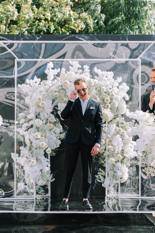 Turn the lights ON: роскошная свадьба в серебряной палитре