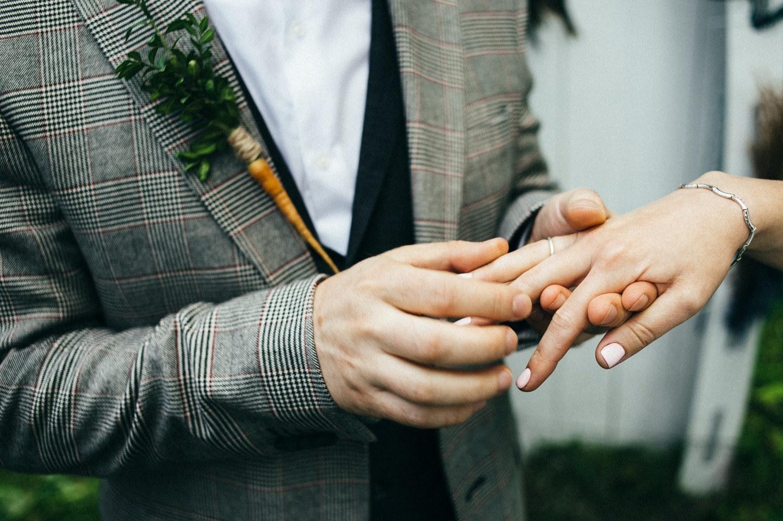 Речная сказка: фуршетная свадьба на природе