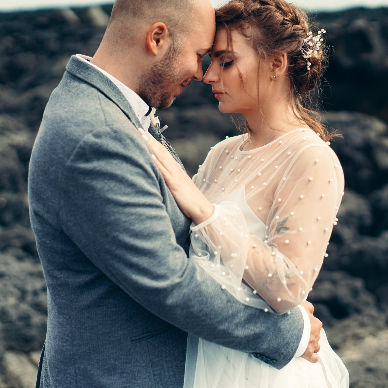 Свадьба для двоих среди чарующих пейзажей Исландии