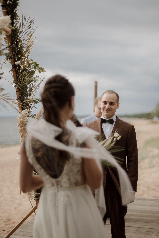 Лесное настроение: камерная и уютная свадьба