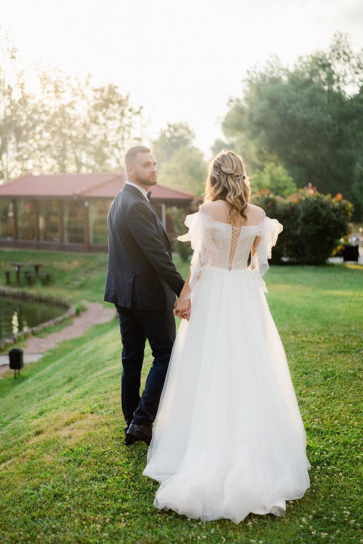 Садовая романтика: свадьба в загородном клубе