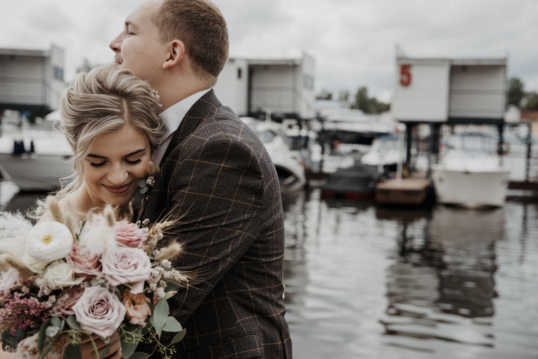 Современный рустик: уютная загородная свадьба