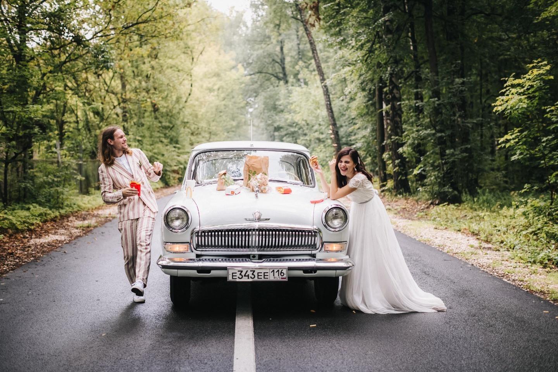 Конфетти, единороги и любовь: яркая свадебная вечеринка
