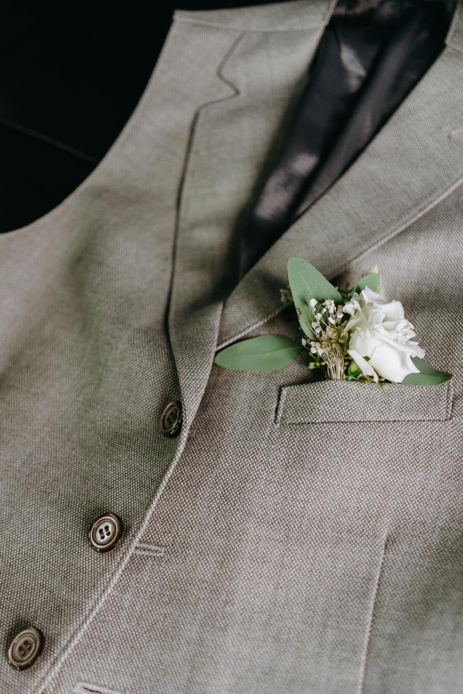 Элегантный минимализм: нежная свадьба на природе