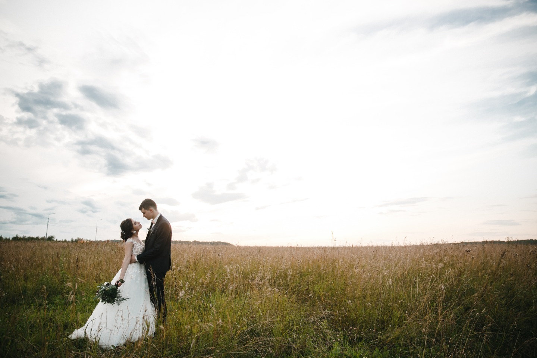 Загородная свадьба в нежном эко-стиле