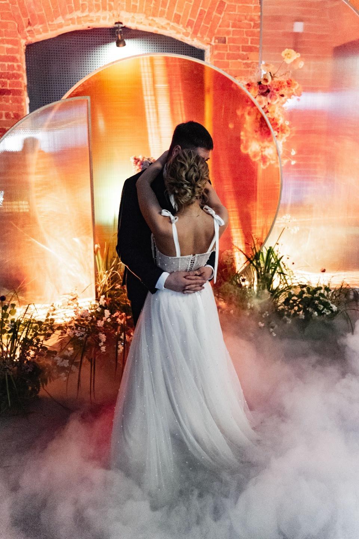 Прогулки до рассвета: свадьба в теплой оранжевой палитре