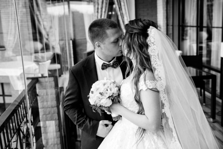 Романтика любви: классическая свадьба в ресторане