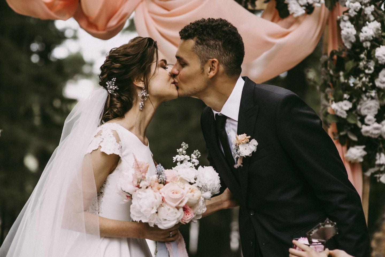 Элегантная свадьба в усадьбе с романтичным настроением