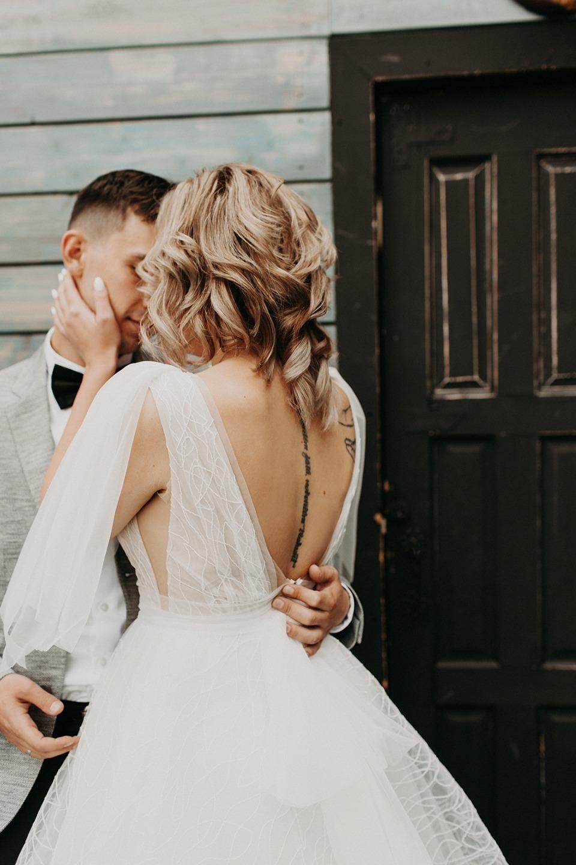 Геометрия чувств: нежная свадьба в лофте