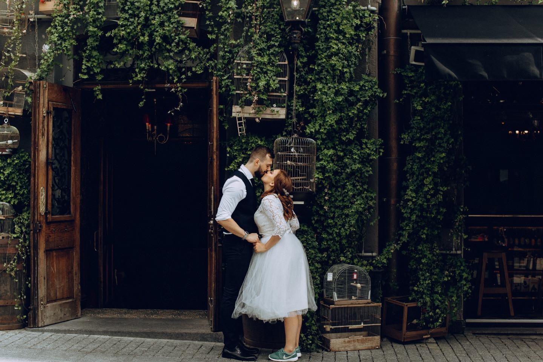 Домашняя вечеринка в лофте: романтичная городская свадьба
