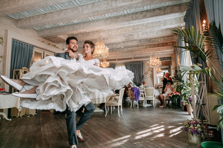 «Первым делом — самолеты»: яркая тематическая свадьба