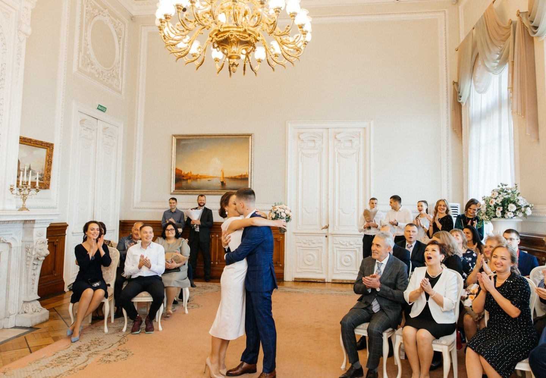 Питерская осень: теплая классическая свадьба в октябре