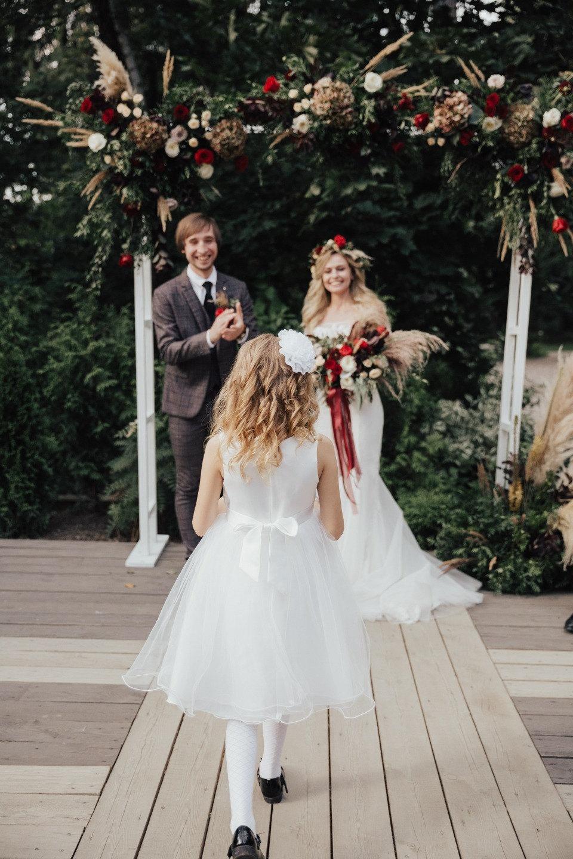 Сказка в темных тонах: летняя свадьба в лесу