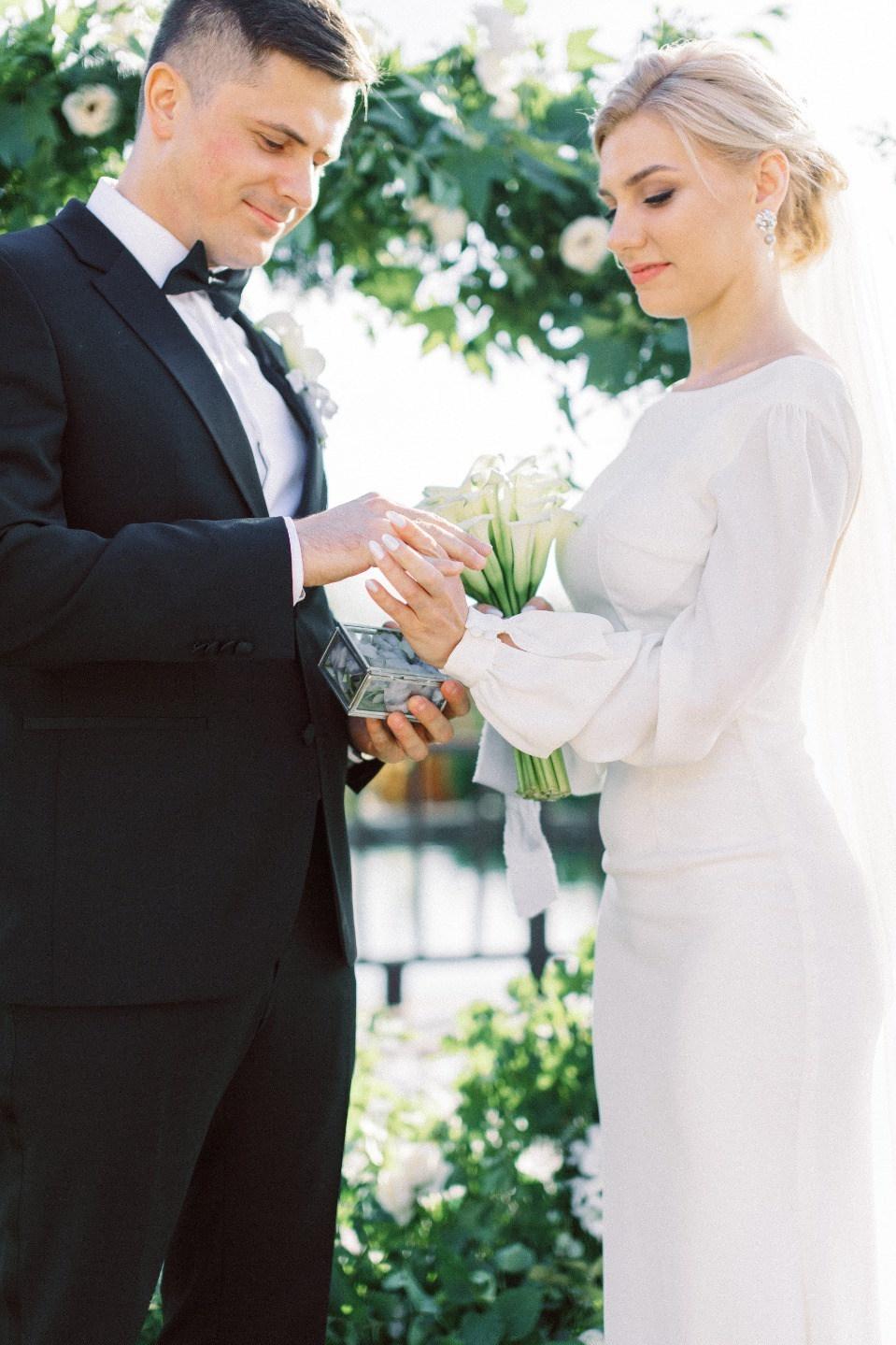 Современная элегантная свадьба в загородной усадьбе