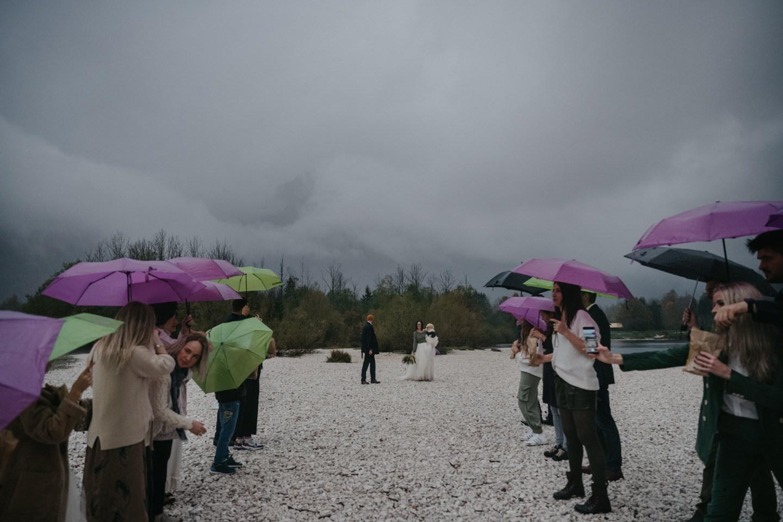 У нас трое детей и мы решили пожениться! Уютная свадьба в Словении