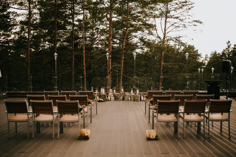 Лесная сказка: уютная свадьба в светлой гамме