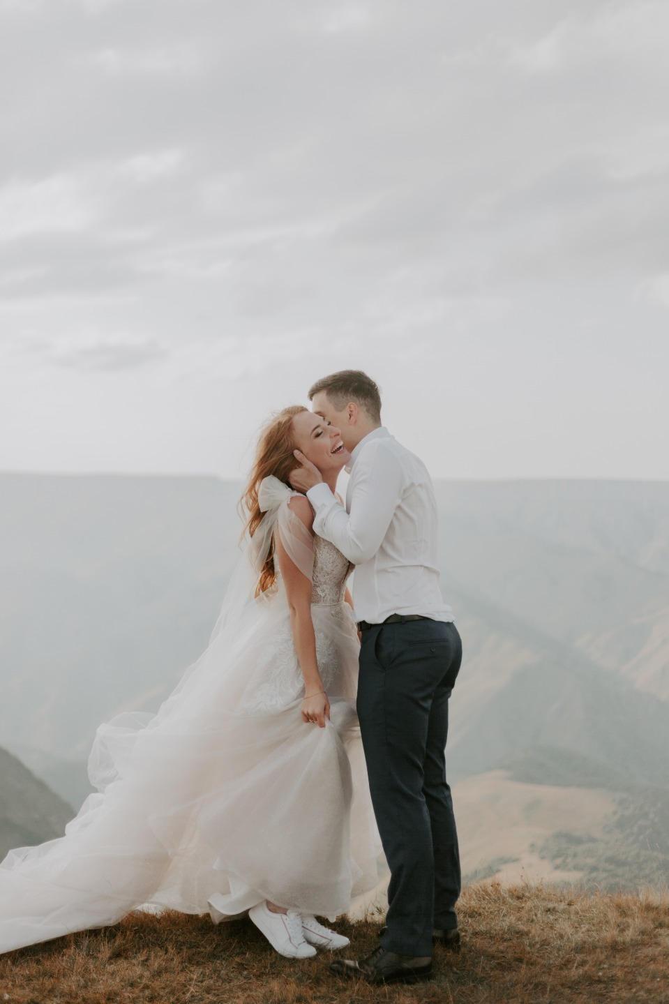 Чувства на высоте: эффектная свадьба в светлой гамме