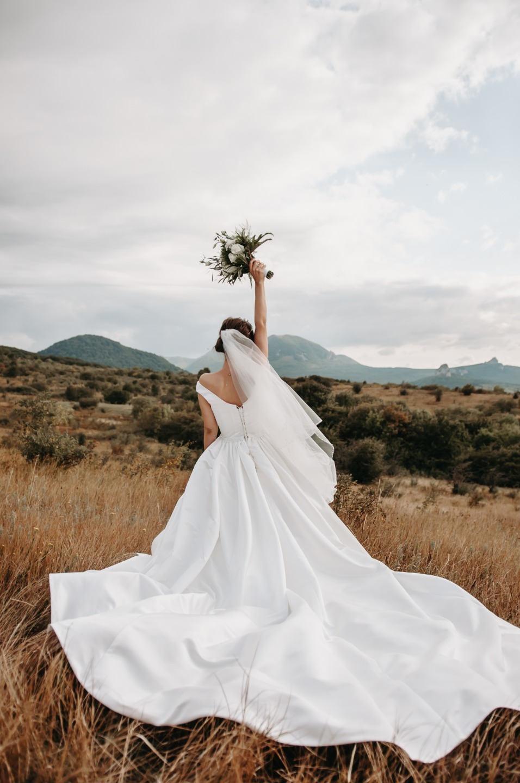 Горы, чувственность, любовь: нежная свадьба в классическом стиле
