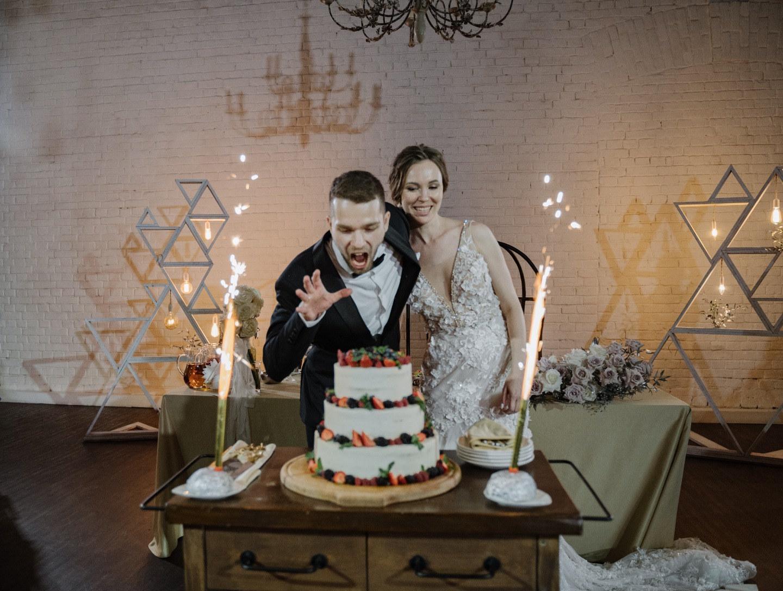 «Весь мир — театр»: Классическая свадьба в городе