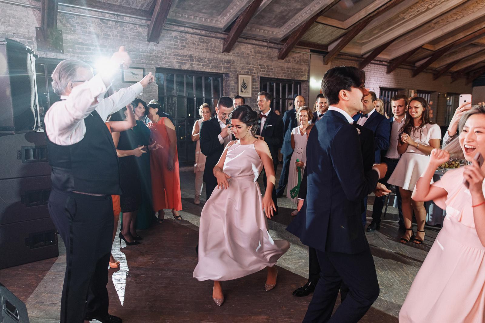 Let's Party: классическая вечеринка в нежных тонах