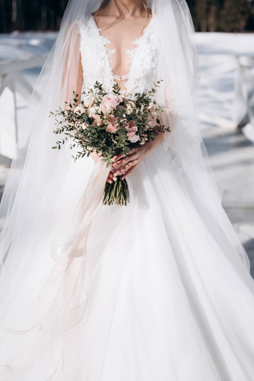 «Bright silver»: элегантная зимняя свадьба у озера