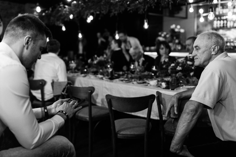 Мы познакомились в Тиндере и сыграли свадьбу в баре