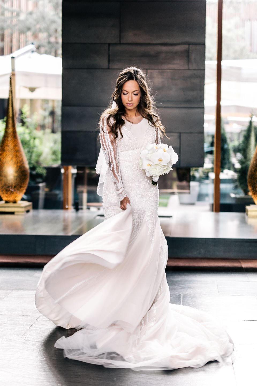 Много воздуха и света: гламурная свадьба в ресторане
