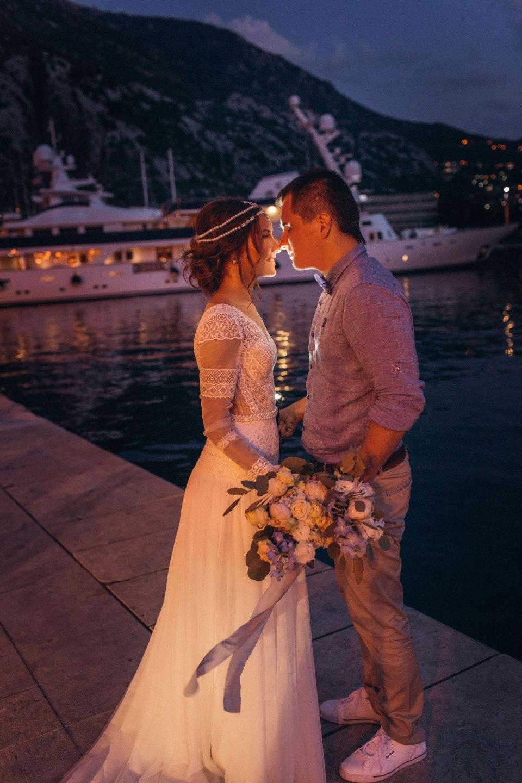 В золотых лучах солнца: бохо-свадьба в Черногории