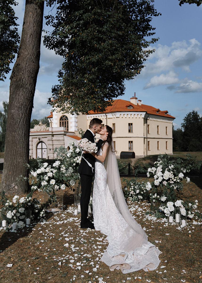 Как из фильма «Великий Гэтсби»: элегантная свадьба в замке