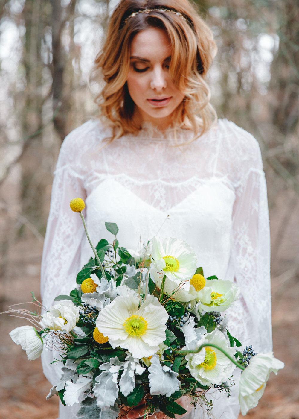 Цветы весеннего леса: стилизованная свадебная съёмка