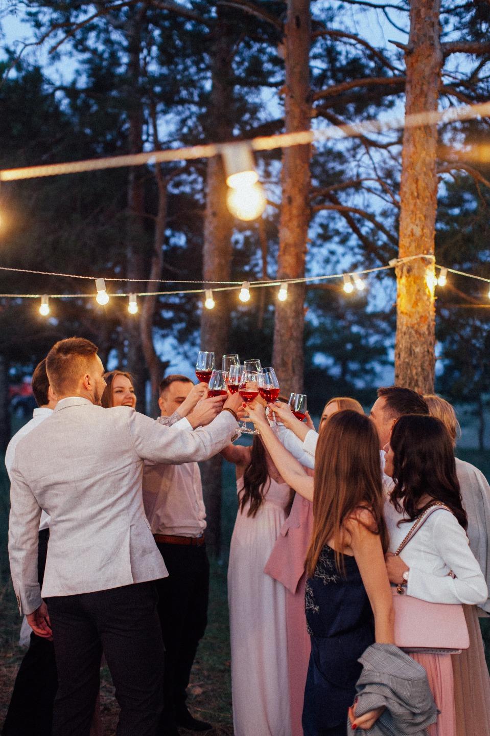 Атмосферная свадьба в лесу
