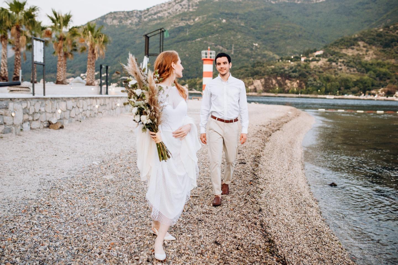 «Найдите нас среди оливковых деревьев»: уютная свадьба в Черногории
