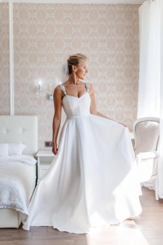 О безграничной любви: интернациональная свадьба в серых тонах в ресторане