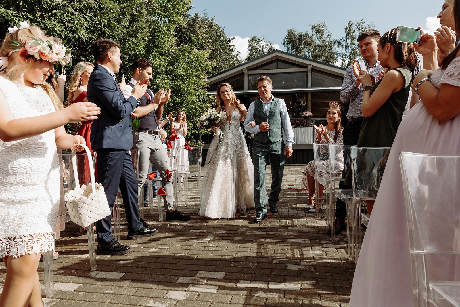 Атмосферная рустик-свадьба в яхт-клубе