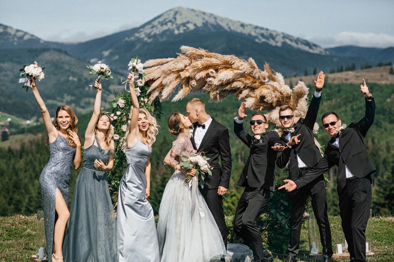 С панорамным видом на горы: уютная свадьба в ресторане в Англии