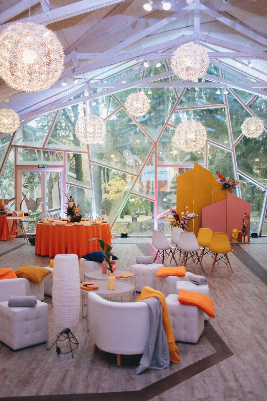 Orange: стильная свадьба-вечеринка за городом